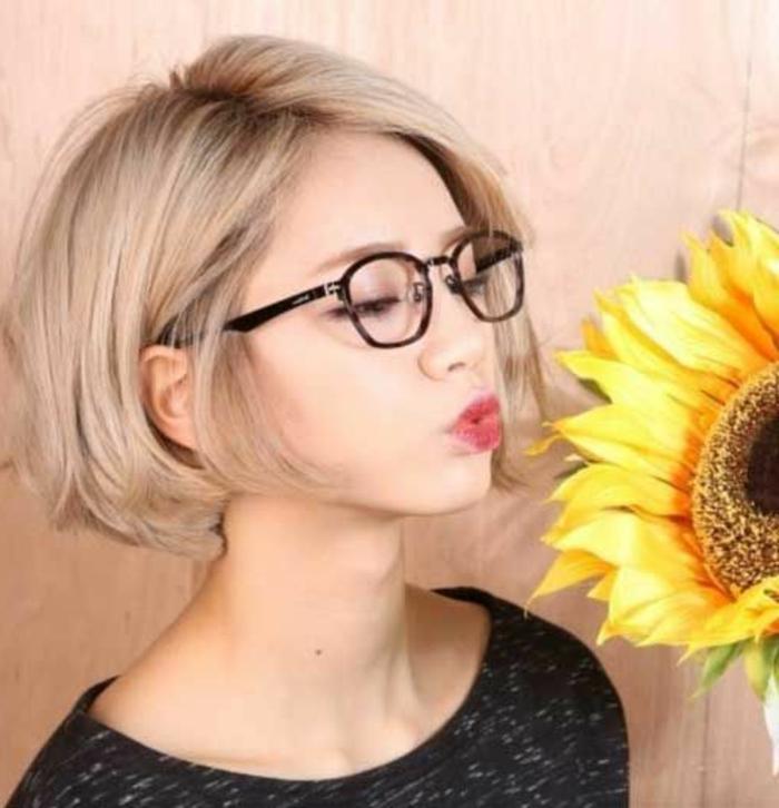 coupe de cheveux courte femme couleur blond cendre - Coloration Cheveux Homme Blond