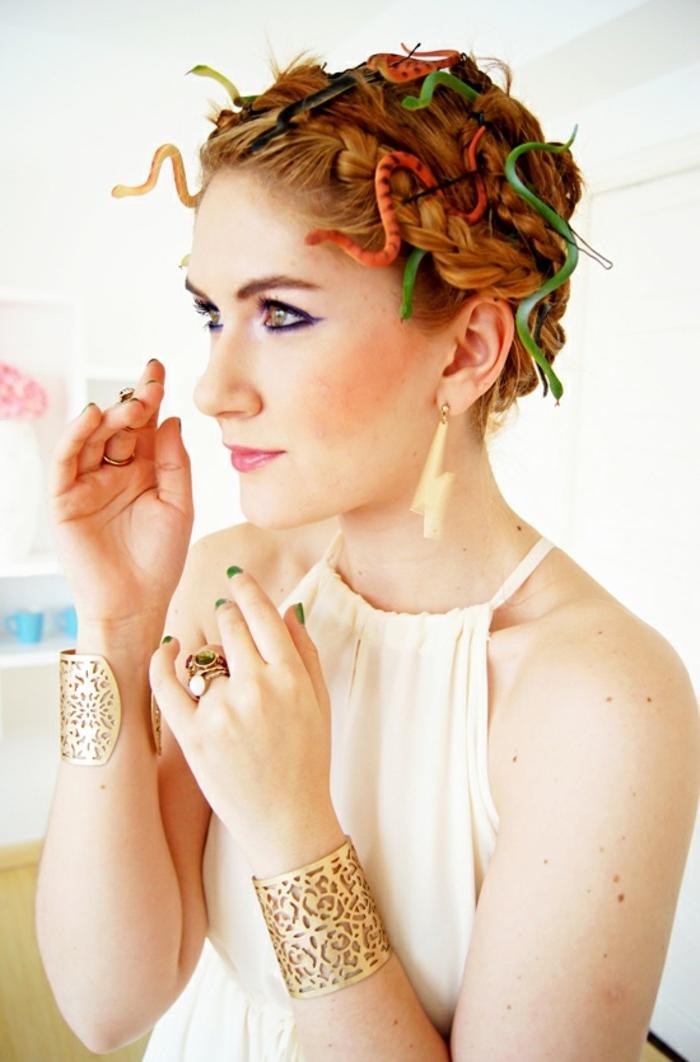 look-inspiré-du-personnage-de-Méduse-déguisement-halloween-facile-déesse-grecque