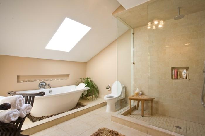 formidable-idee-salle-de-bain-beige-décor-exotique-qui-incite-à-la-rêverie-baignoire-à-poser-cabine-de-douche