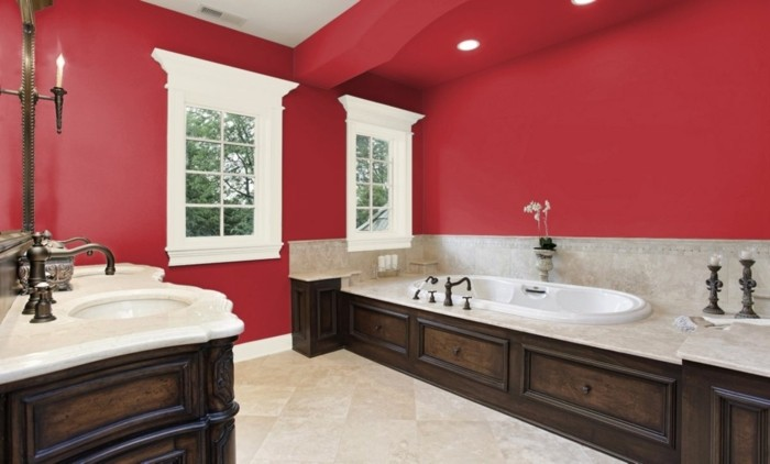 idee-couleur-salle-de-bain-rouge-baignoire-à-encastrer-double-vasque-à-encastrer-robinetterie-design-raffiné-déco-style-vintage