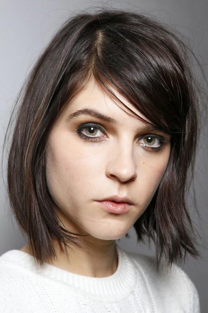 0-cheveux-chatain-fonce-coupe-de-cheveux-courte-yeux-verts-cheveux-marron-fonce