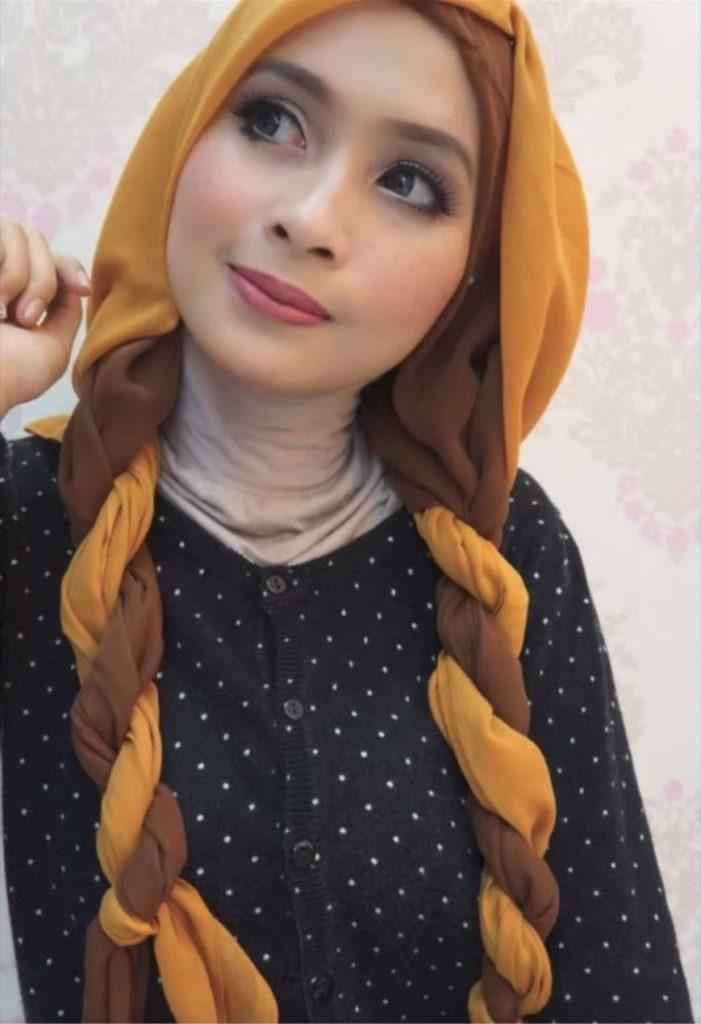 Hijab style Halloween - Look 1 : En liant votre hijab pour ressembler à des tresses Princesse Anna