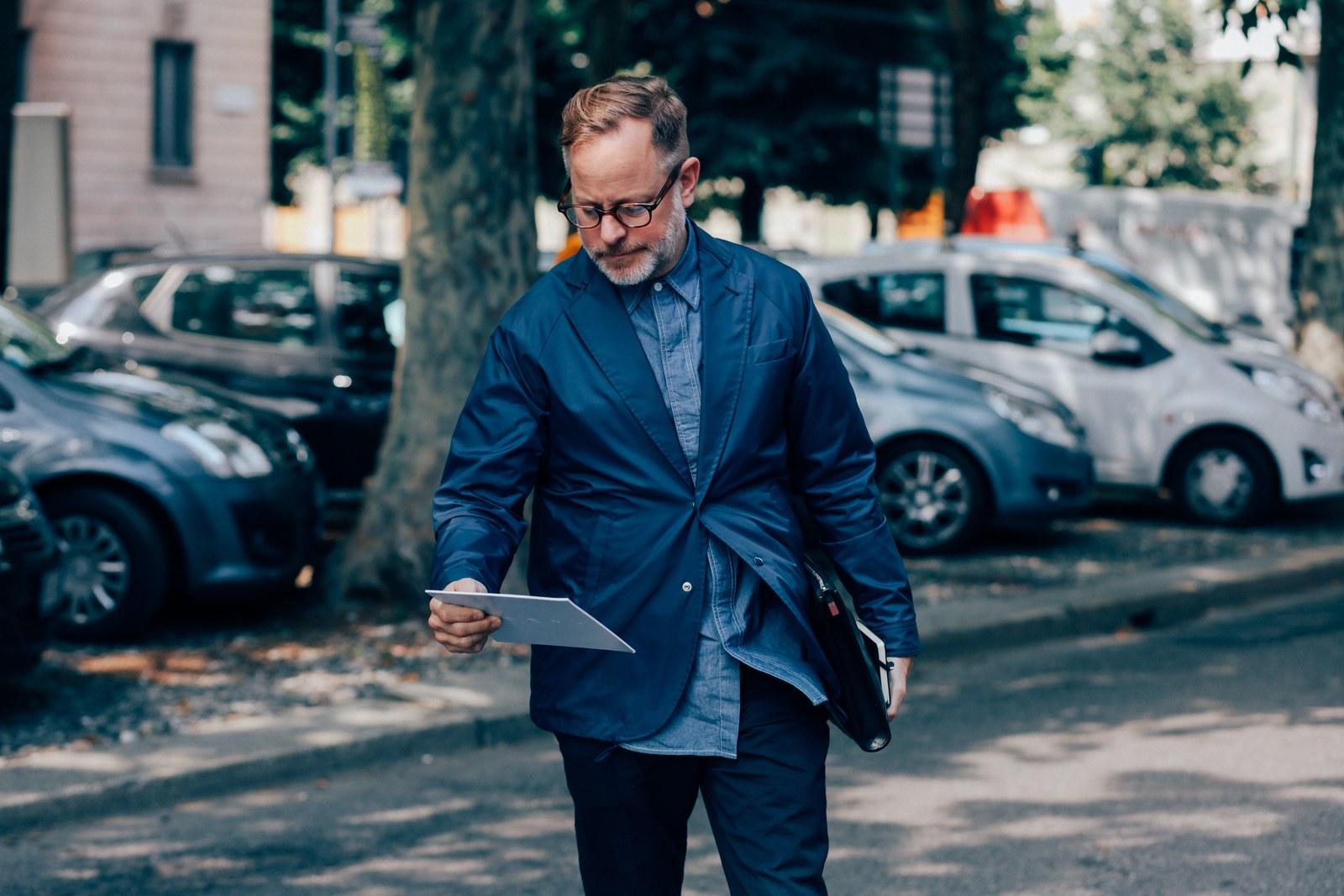 Le Blazer Combo marine pour homme : Le blazer combiné permet la sensation sophistiquée de l'énergie sans vous embourber. Conseil: Portez-le avec votre chemise en jean quotidienne pour un look sexy sans effort.