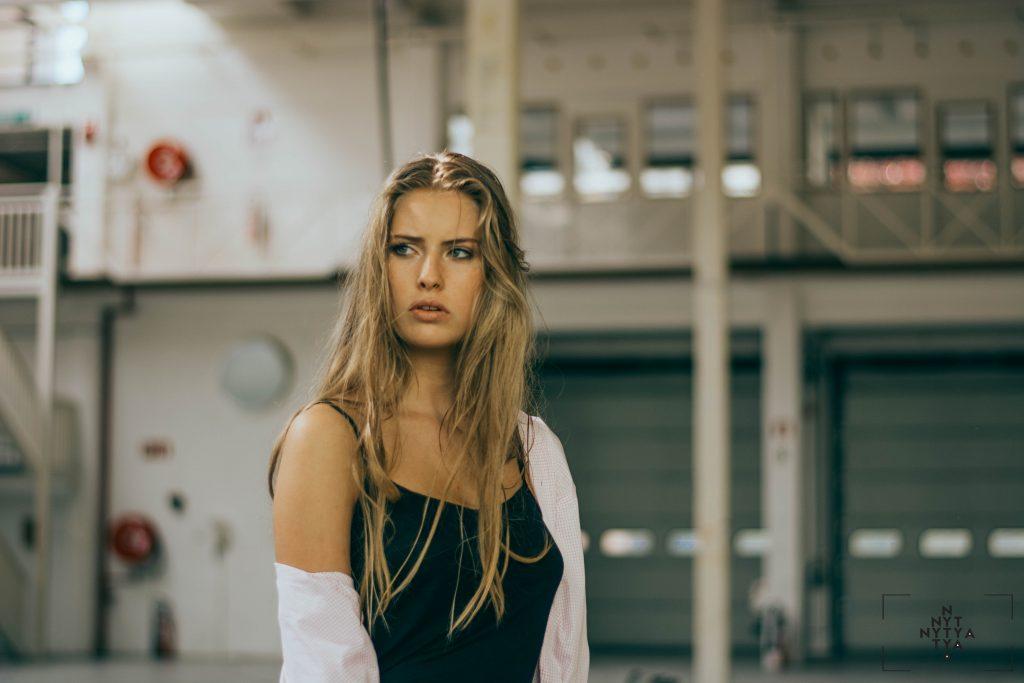 Aujourd'hui nous vous emmenons à la rencontre de Lytya Luca, photographe de mode qui capture l'instant de grâce d'un geste juste, un sourire...