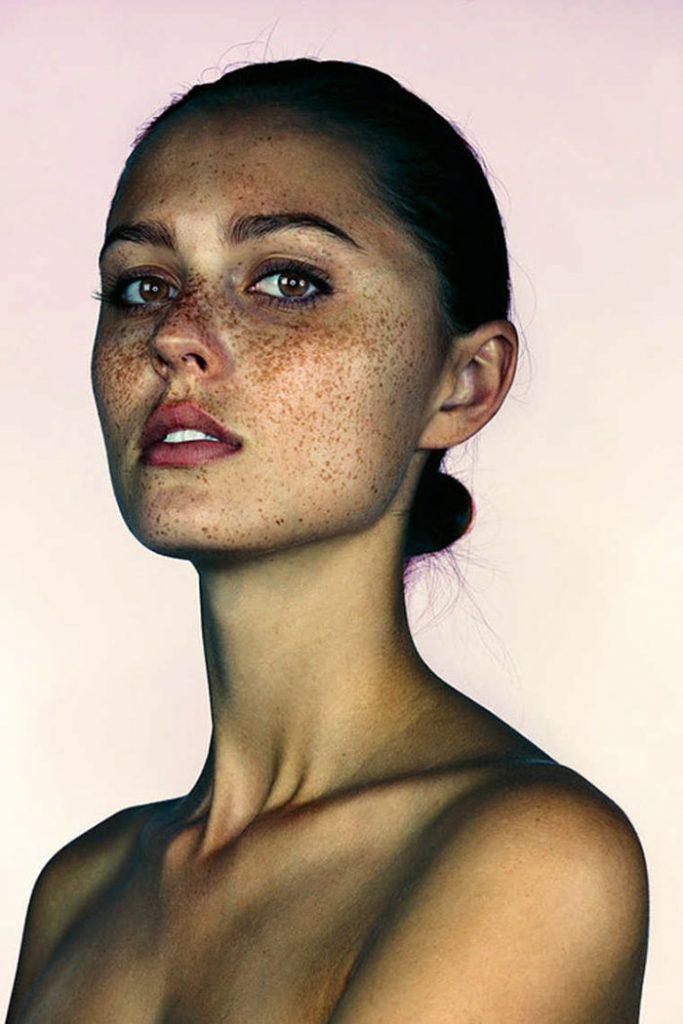 portrait-visage-avec-taches-de-rousseur-brock-elbank-10