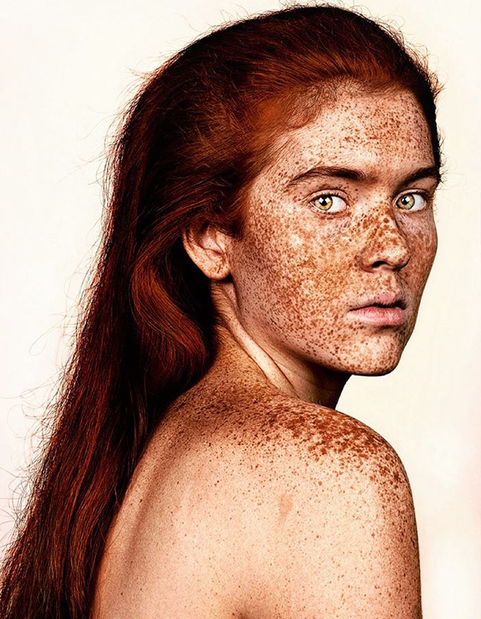 portrait-visage-avec-taches-de-rousseur-brock-elbank-11