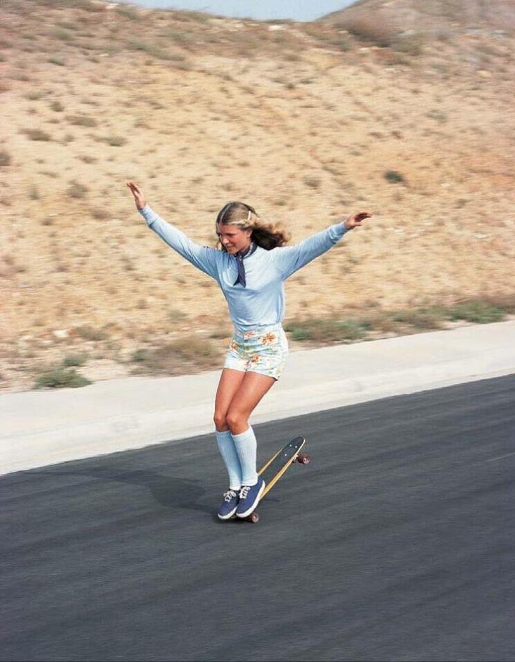 Ellen O'Neal, la plus grande skateboarder de freestyle dans les années 1970