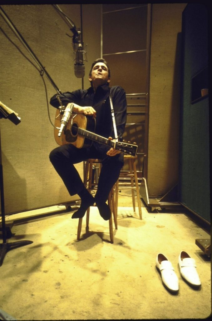 Johnny Cash pendant un enregistrement.