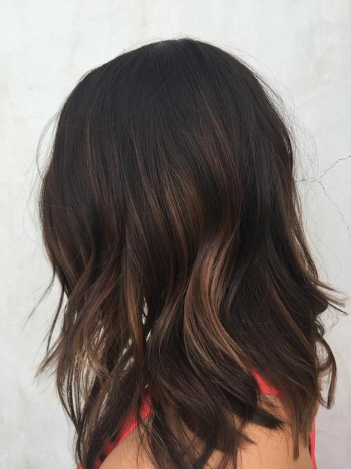 chatain-fonce-couleur-marron-glace-coupe-de-cheveux-courte-idee-coiffure