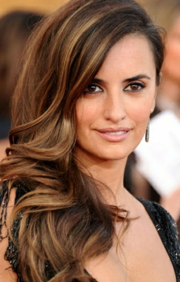 coloration-chocolat-des-stars-hollywood-comment-reussir-la-coiffure-de-penelope-cruz-cheveux-couleur-marron-glace