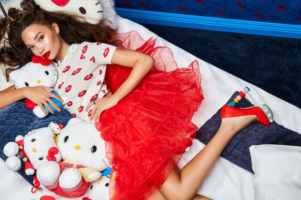 Affiche publicitaire de la collection maquillage Hello Kitty.