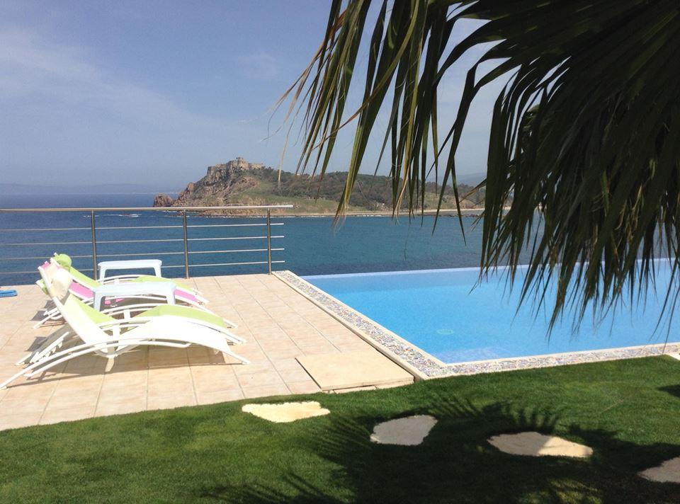 Une vue à couper le souffle sur la Méditerranée aux mille reflets, avec des plages sauvages à perte de vue. - Contact: (+216) 52 040 314 | Site web