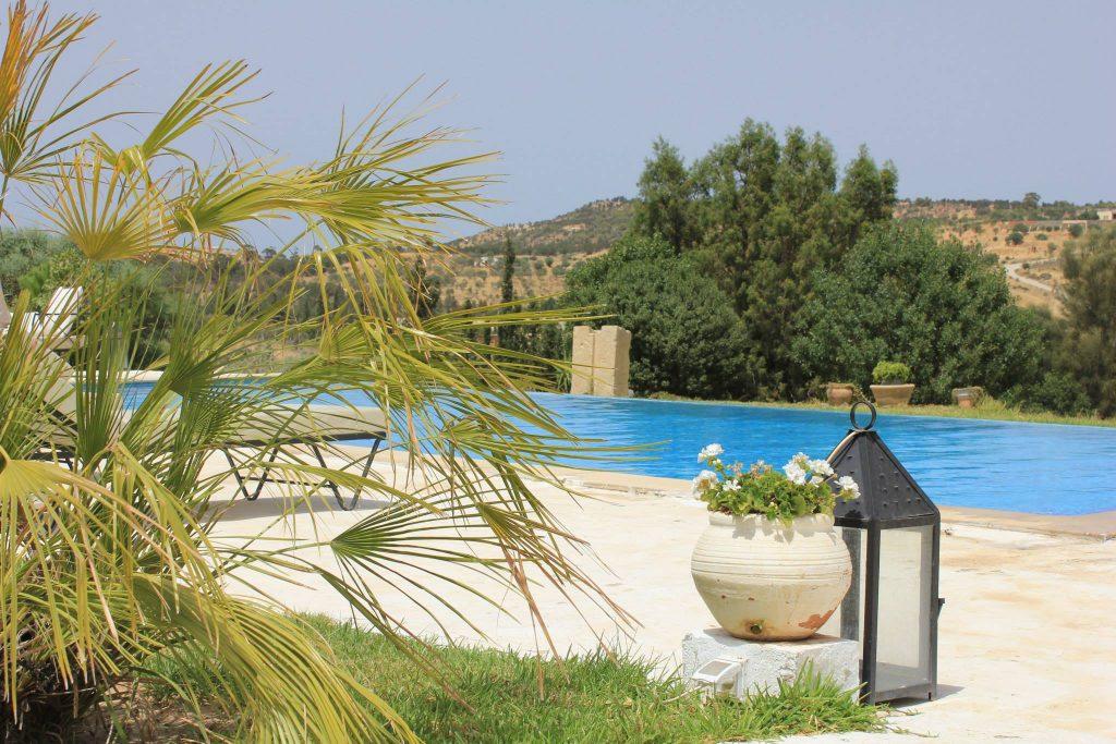 La maison offre 3 grandes suites et est entièrement équipée pour un séjour inoubliable.