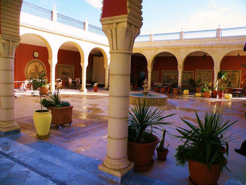 Dar El Andalous, Maison d'hôtes à Mseken, Sousse - Contact: (+216) 73 293 578 | Page Facebook