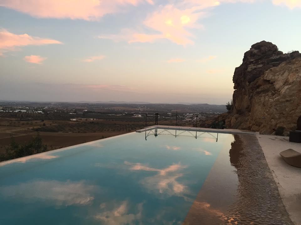 Entre siroter votre limonade au bord de l'eau, faire une balade en VTT ou tout simplement vous reposer au milieu de cette verdure… la vie à Dar Nour est une expérience envoûtante, de tout repos !