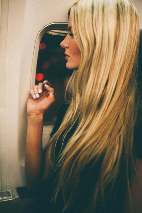 Blond aux cheveux longs