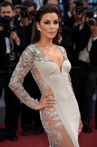 La robe d'Eva Longoria: Pas étonnant que les paparazzis la mitraille avec cette robe