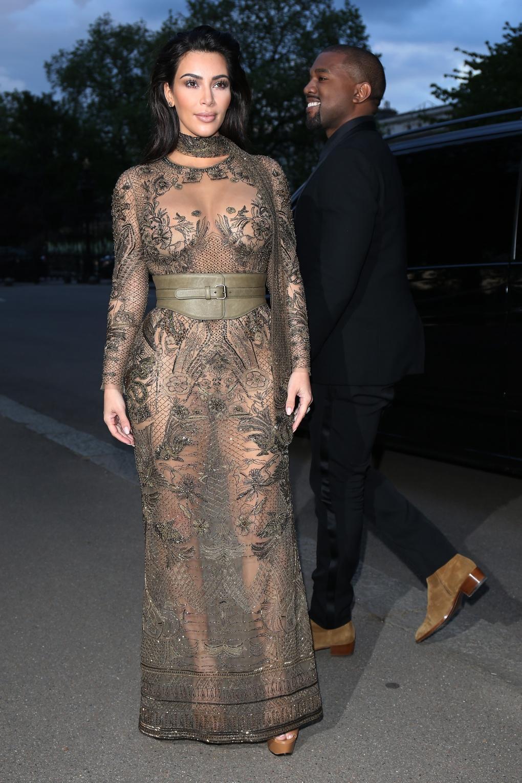 LES ROBES TRANSPARENTES DES STARS – La robe de Kim Kardashian