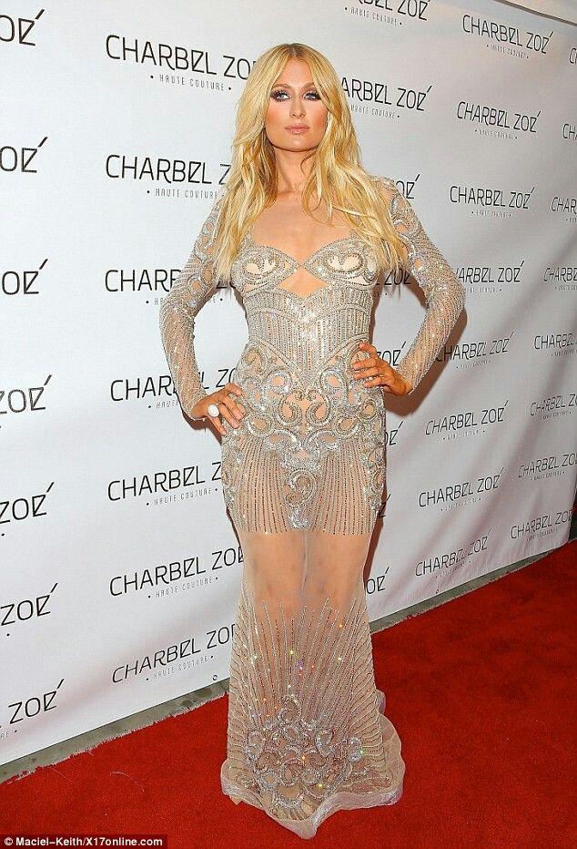 Robe de soirée transparente de Paris Hilton