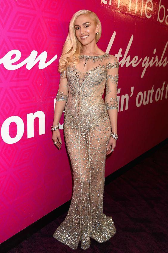 La robe transparente de Gwen Stefani: Des strass et des paillettes en plus de la robe transparente. On adore !