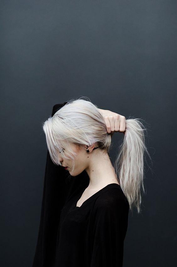 cheveux gris 27 des plus belles coiffures cheveux gris tendances 2017 en photos. Black Bedroom Furniture Sets. Home Design Ideas