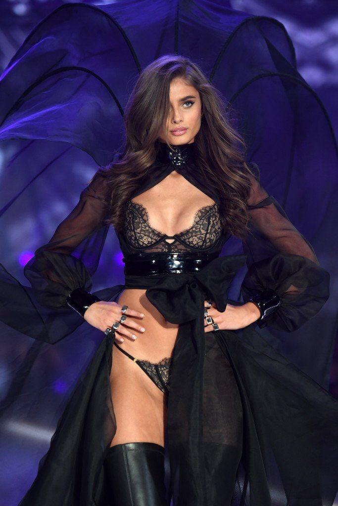 Taylor Hill - Défilé Victoria's Secret 2016