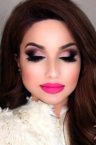Maquillage de Saint-Valentin avec Rouge à lèvres de couleur rose fluo