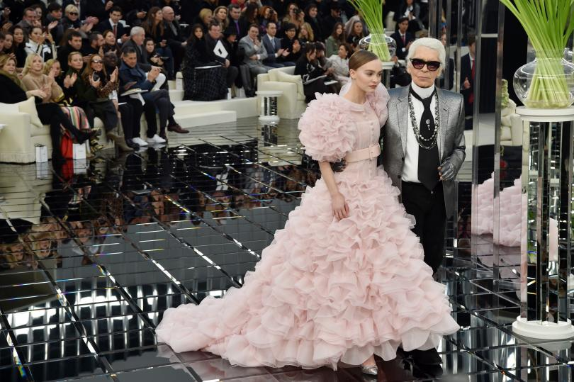 Lily-Rose Depp et Karl Lagerfeld durant le défilé de Chanel Printemps 2017 - Paris Fashion Week 2017