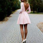 Gracieuse et féminine, la petite robe rose fait de chaque femme une princesse
