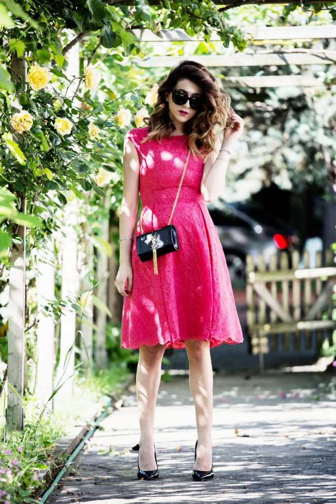 Tenue Saint valentin en rose, chic et élégante
