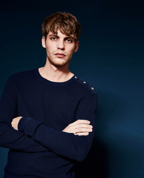 The kooples collection homme 2017 - PULL COTON BLEU INDIGO BOUTONS ÉPAULES
