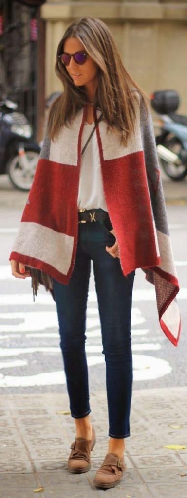 Opter pour un poncho en couleur actuel pour 2017 – le rouge!