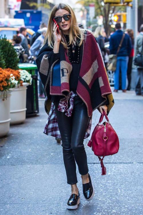 Comment bien porter le poncho pour femme tendance 2017 - look en poncho burberry tendance 2017
