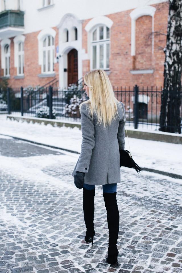 Tenue pour la femme moderne avec Bottes Hauteur Genoux Moulant Extensible