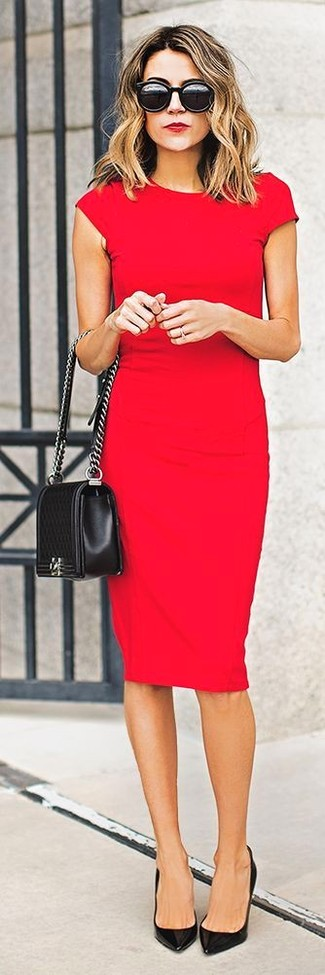 Robe rouge chaussures beige