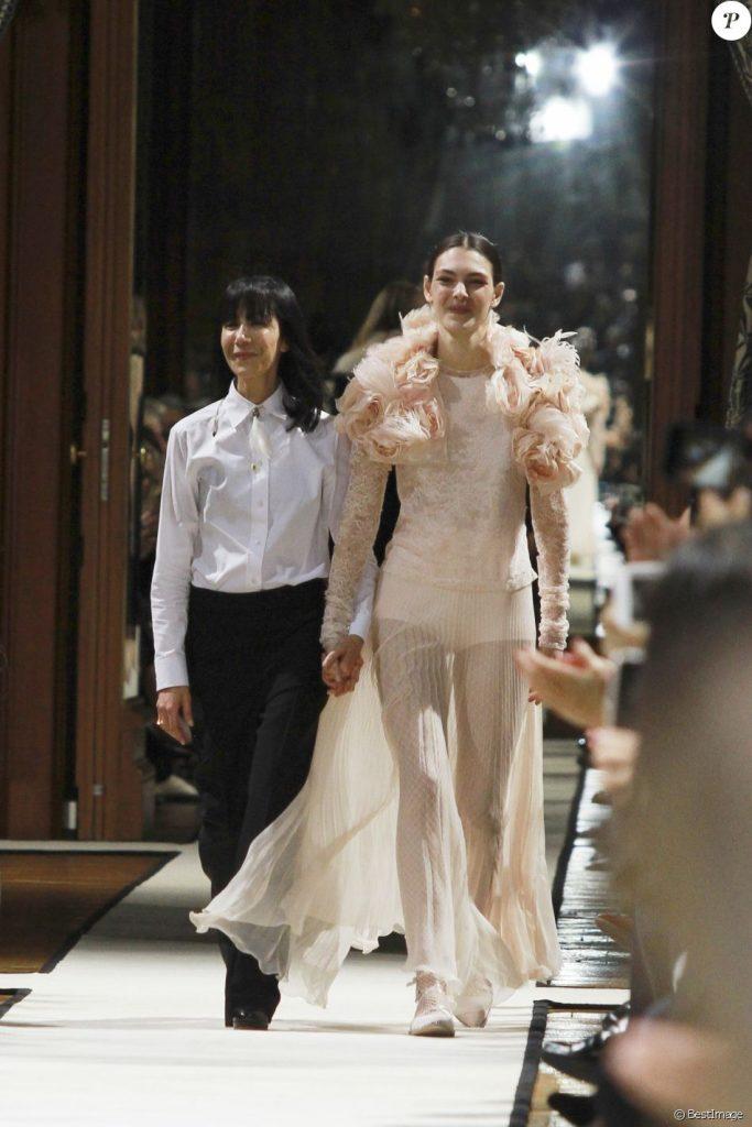 """La styliste Bouchra Jarrar et Vittoria Ceretti - Défilé de mode prêt-à-porter automne-hiver 2017-2018 """"Lanvin"""" à l'Hôtel de Ville à Paris."""