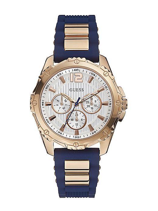 La montre Guess W0325L8 est réalisée en silicone et en acier doré rose. Elle est animée d'un mouvement 3 aiguilles avec dateur, affichage jour et aiguilles 24 heures. Le cadran strillé, la lunette ciselée et le contraste de couleurs viennent ajouter une touche sporty et glamour tout à la fois. Ce petit bijou appartient à la collection Intrepid 2.