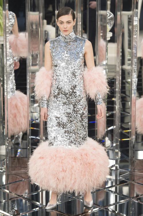 Vittoria Ceretti au défilé Chanel Couture printemps 2017