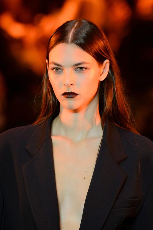 Vittoria Ceretti pour DKNY printemps/été 2017