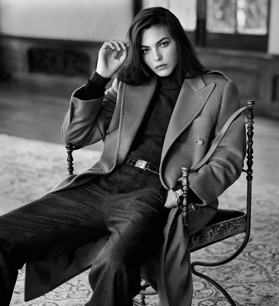 Ralph Lauren Collection met à l'honneur ses pièces iconiques - Le pardessus British Warm, porté par Vittoria Ceretti. Photographiée par Steven Meisel
