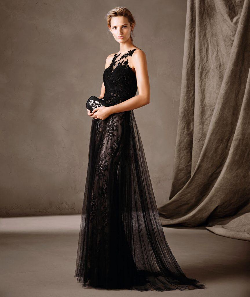 CALCUTA : Robe longue d'inspiration victorienne avec une jupe coupe en A. Un jeu de transparences sensuel recouvre tout le buste de la robe confectionnée en tulle et en dentelle. Un modèle plein de mystère pour une cérémonie distinguée.