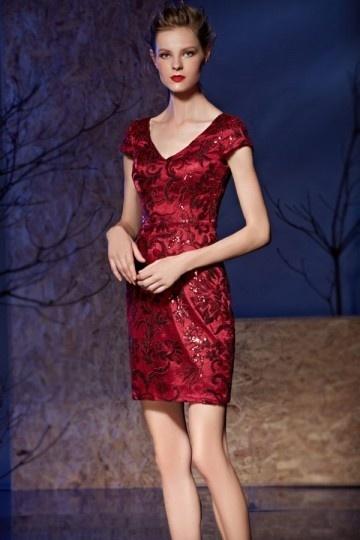 Robe de soirée tendance été 2017 - Petite robe rouge fourreau col v à mancherons persun