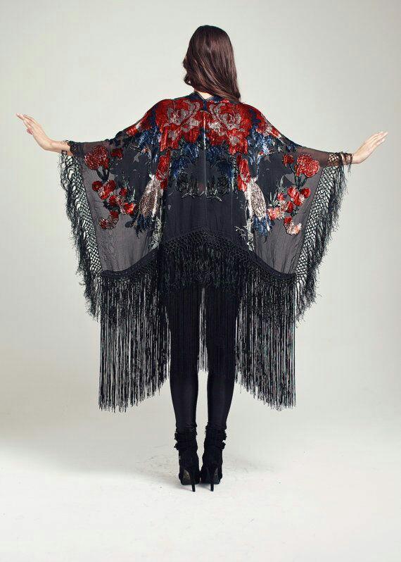 tendance femme 2017 kimono fleurie avec franges