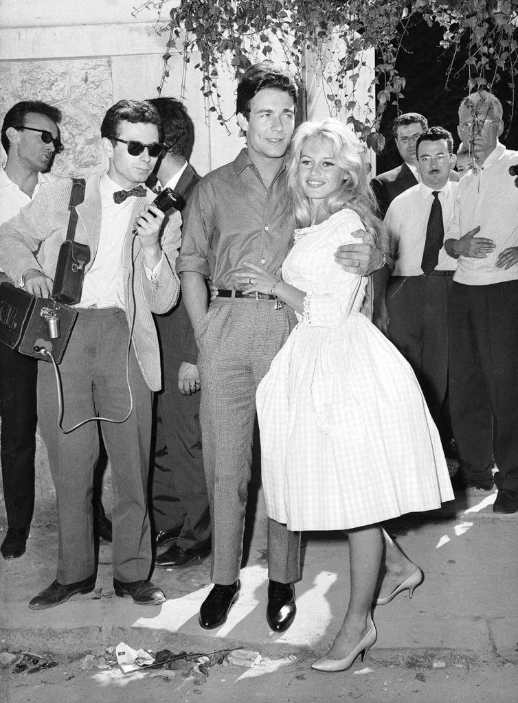 Brigitte Bardot lors de son mariage avec Jacques Charrier en 1959 en robe Vichy.
