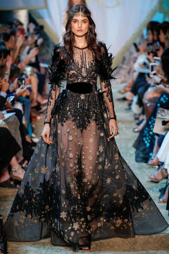 Robe noire chic pour une allure majestueuse. Par Elie Saab