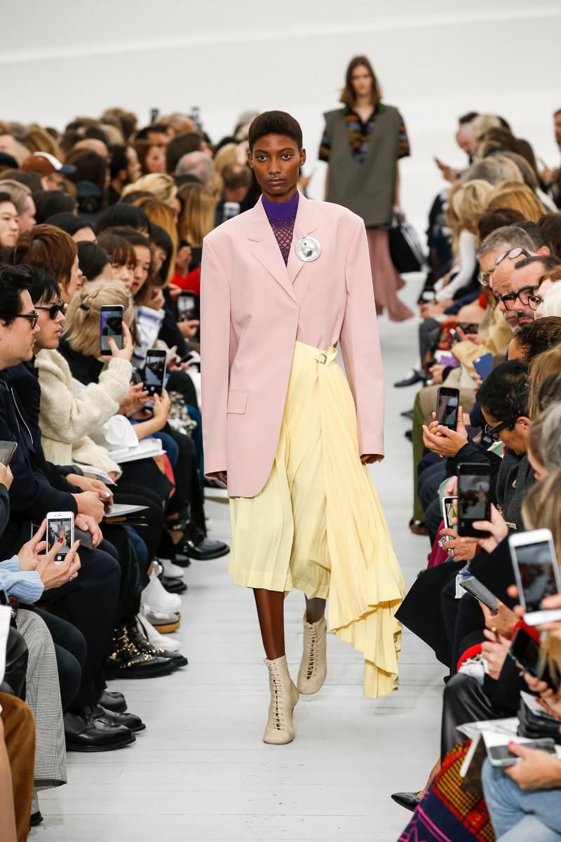 Céline - Rose tendance mode printemps-été 2018