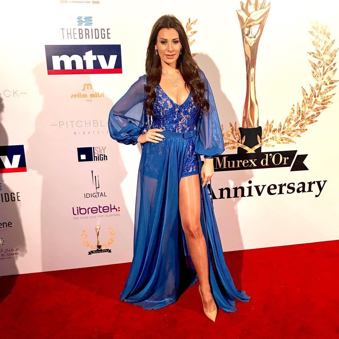 L'animatrice de télévision Katia Kaadi super sensuelle en Gabriel Sirgi