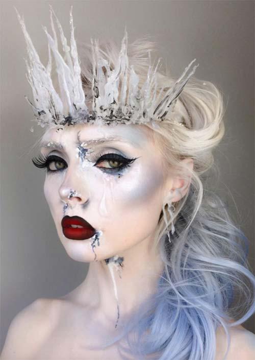 Maquillage d'Halloween Reine de Glace : Des reflets étincelants et des bleus clairs donnent un aspect cristallin à ce look. Ice Queen est l'un des personnages qui ne se démode jamais, c'est donc une excellente idée d'embrasser ce look maquillage d'Halloween cette année.