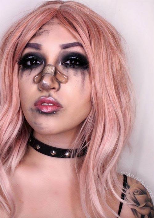 Rough Day Halloween Makeup : Vous pouvez créer un look qui dit tout ce que vous voulez, le maquillage est magique - regardez son pansement ! C'est l'un des looks de maquillage d'Halloween les plus faciles à maquiller, mais il nécessite quelques compétences en application de maquillage.