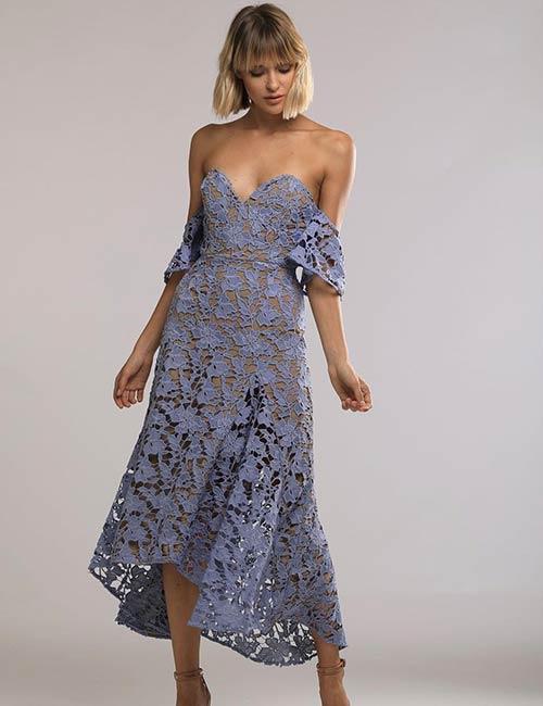 Choisissez des robes romantiques et pas trop révélatrices.